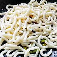 黑椒虾仁炒乌冬面的做法图解6