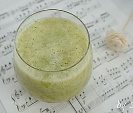 【减肥果蔬汁】黄瓜苹果汁的做法