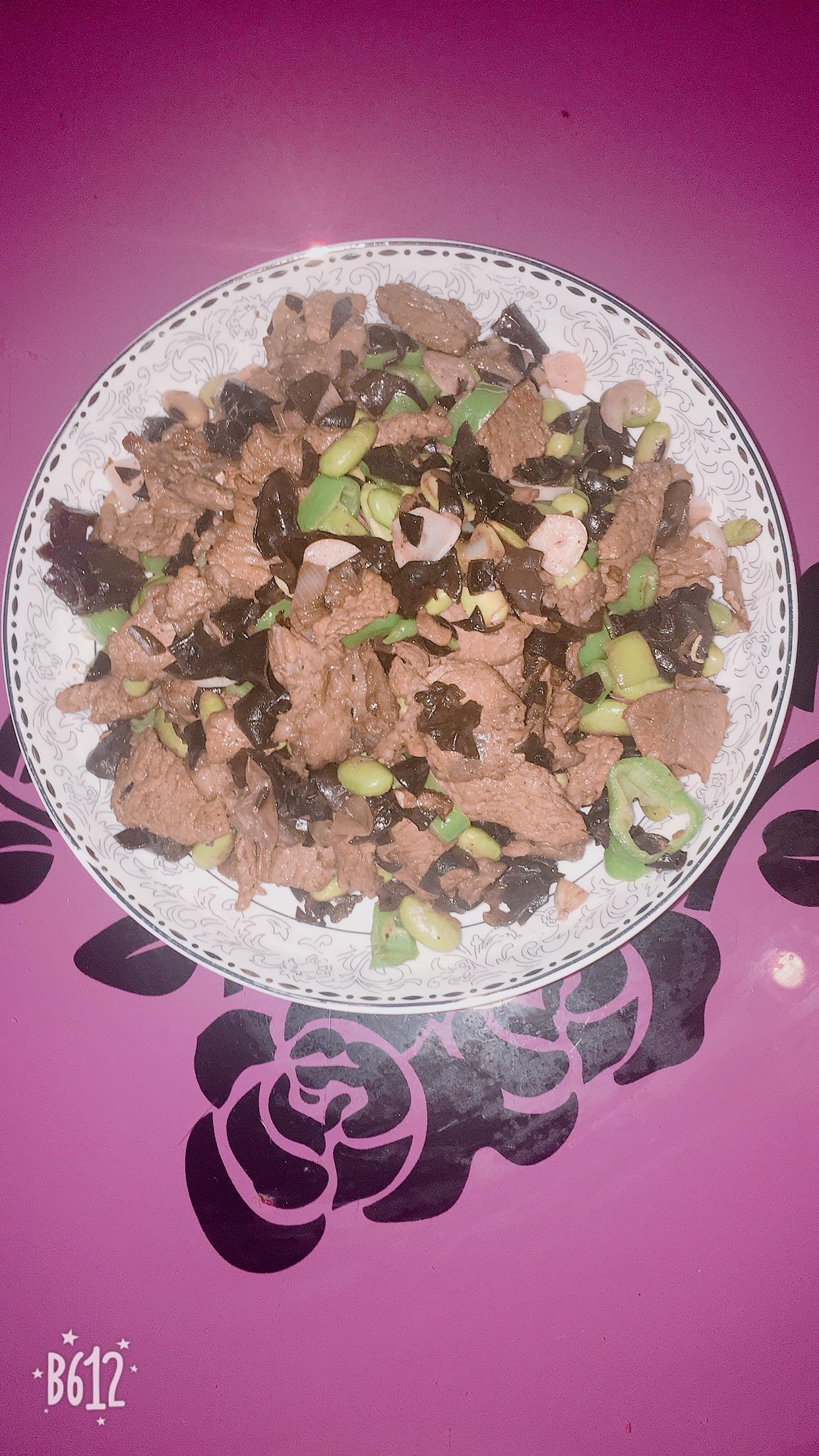 青豆木耳炒肉