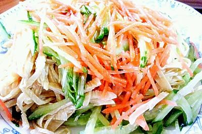 鸡汁拌三丝(黄瓜,胡萝卜,油豆皮)