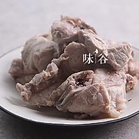 冬瓜薏米排骨汤的做法图解3