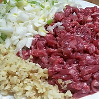 香菇牛肉豆豉香辣酱的做法图解1
