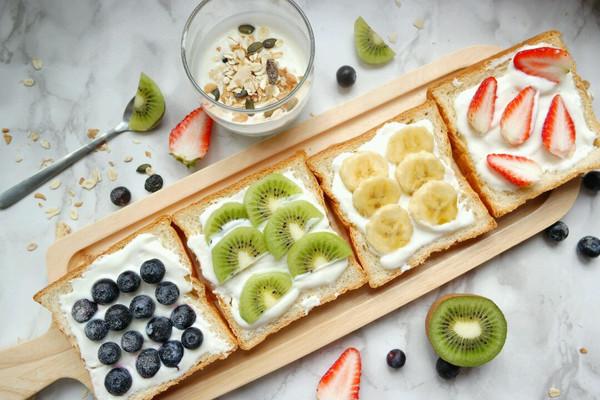 水果吐司切片+燕麦酸奶#急速早餐#的做法