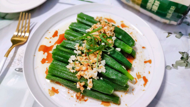 鲜嫩脆爽,让你一秒爱上的葱油秋葵的做法
