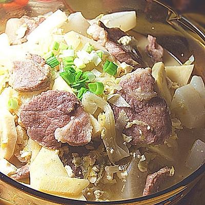 东北大酸菜炖梅肉萝卜豆腐