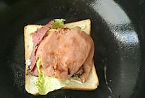 鸡蛋火腿牛肉三明治的做法