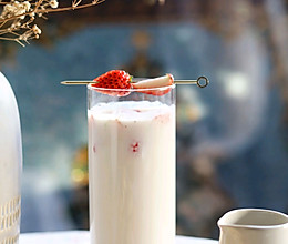 冬季热饮芝芝莓莓牛乳茶的做法