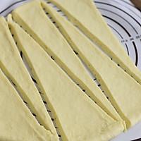 #硬核菜谱制作人#牛角包的做法图解5