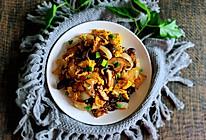 洋葱香菇木耳炒鸡蛋的做法
