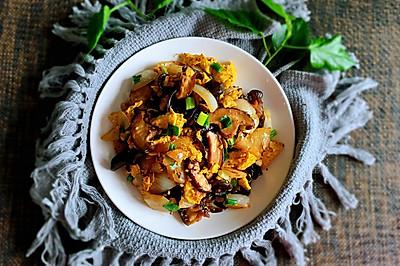 洋葱香菇木耳炒鸡蛋