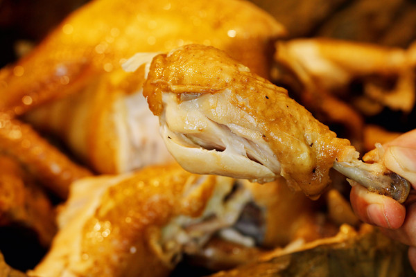 鲜嫩多汁的荷叶蒸鸡的做法