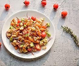 #令人羡慕的圣诞大餐#圣诞节你还缺一道三文鱼沙拉的做法