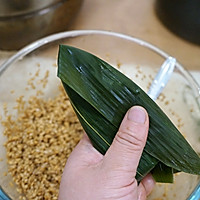 #甜粽VS咸粽,你是哪一党?# 鲜肉粽子的做法图解11
