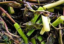 腌鲜香椿鲜蒜苔的做法