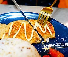 #美食视频挑战赛# 百吃不厌的减脂餐—香煎鸡胸肉(电饼铛版)的做法