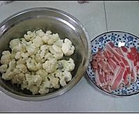 五花肉炒菜花的做法图解1
