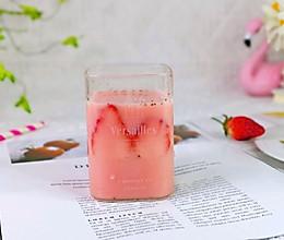 #餐桌上的春日限定#养乐多草莓汁的做法