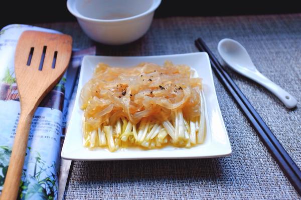 韭黄拌海蜇的做法