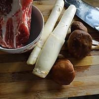 香菇茭白炒肉片的做法图解1