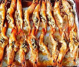 #憋在家里吃什么#独门酱料秒光盘 蒜蓉烤虾的做法