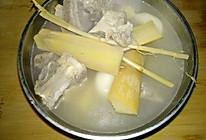 茅根竹蔗马蹄猪骨汤的做法