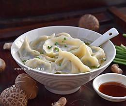 #快手又营养,我家的冬日必备菜品# 韭菜香菇猪肉饺的做法