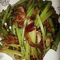 干煸茶树菇芹菜的做法图解5