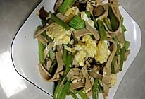 芹菜炒豆腐皮的做法