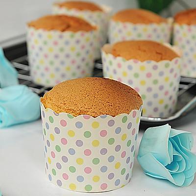 分蛋海绵小纸杯蛋糕