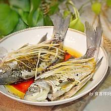 #秋天怎么吃# 这样做清蒸鲫鱼,没有一点鱼腥味道,只有鲜!
