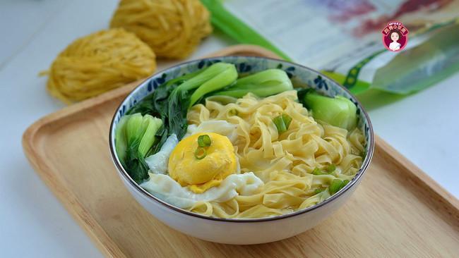 鸡蛋青菜汤面的做法