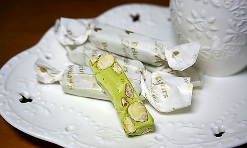 由细到大,我挚爱的零食——原味/抹茶味杏仁牛轧糖的做法