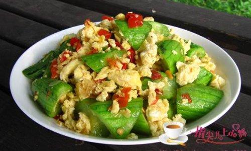 简单不乏营养的家常菜---剁椒丝瓜炒蛋的做法
