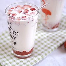 #520,美食撩动TA的心!#超好喝的草莓大果粒牛奶