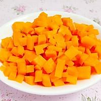素食主义:玉米炒红萝卜的做法图解2
