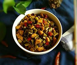 酸豆角炒肉丁-超级下饭菜的做法