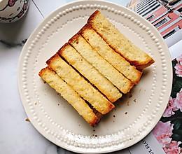 #换着花样吃早餐#蜂蜜白砂糖吐司条的做法