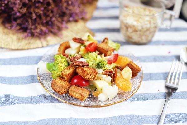减肥党福音:苹果香梨橘脆吐司沙拉,好吃简单不胖,早餐晚餐都赞的做法