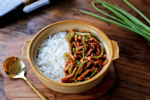 青椒肉丝盖浇饭