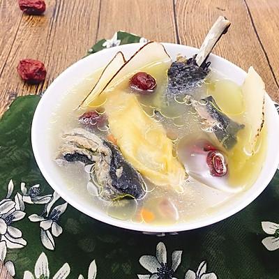 花胶海底椰乌鸡汤