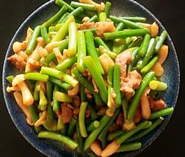 #合理膳食 营养健康进家庭#蒜薹肉片白玉菇的做法