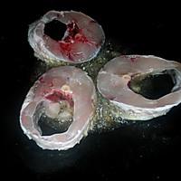 芹菜大蒜闷鱼(潮汕冬至一定要吃芹菜蒜)的做法图解2