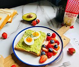 #321沙拉日#经典早餐牛油果开放吐司的做法