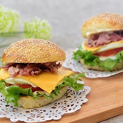 猪柳蛋汉堡(附汉堡包中种做法)