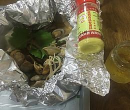 盐焗锡纸海鲜花甲金针菇的做法