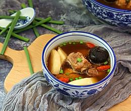 春笋黑蒜排骨汤的做法