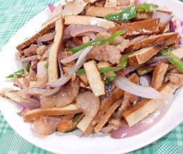 洋葱豆干辣椒炒肉的做法