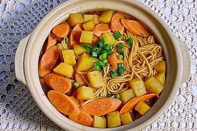 酱汁浓郁土豆火腿焖面