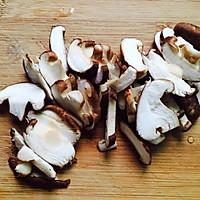 #一人一道拿手菜#芦笋炒蘑菇的做法图解2