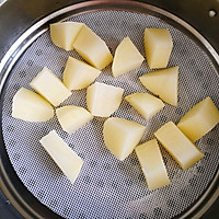 蛋黄土豆泥沙拉的做法图解2